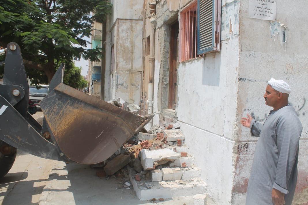 جهاز السادات يشن حملة للقضاء على المخالفات والإشغالات بالمدينة (7)