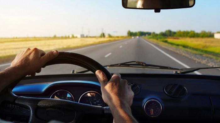 cdf2a1a50 لو مسافر وأول مرة تسوق على الطريق السريع.. 6 نصائح لسفر آمن بالسيارة ...