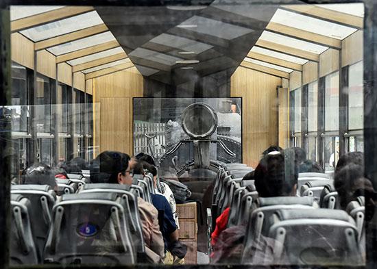 المسافرين داخل قطار