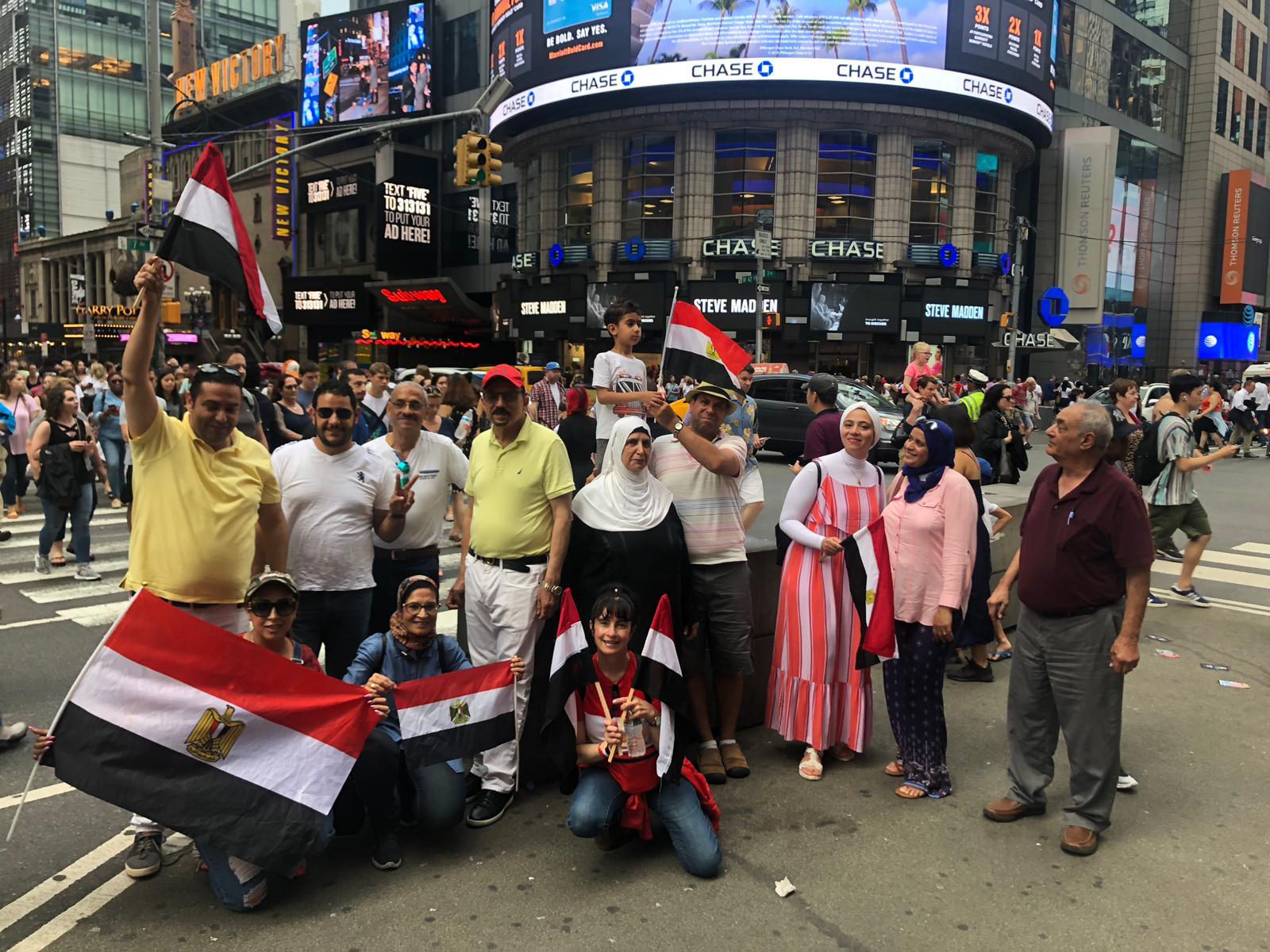 المصريون يحتفلون بذكرى الثورة