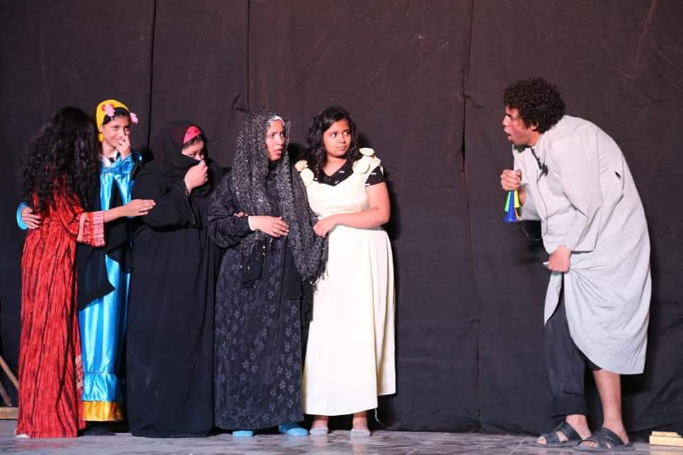 قبل الأوان مسرحية تناقش زواج القاصرات على مسرح الأسمرات (1)