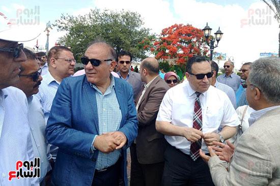 وفد البرلمان ومحافظ الإسكندرية يزورون الحديقة الجديدة بمدخل المحافظة (1)