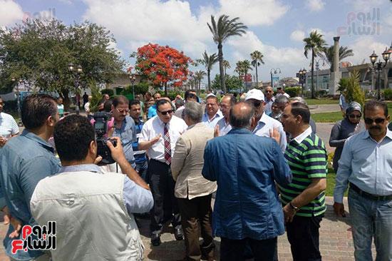 وفد البرلمان ومحافظ الإسكندرية يزورون الحديقة الجديدة بمدخل المحافظة (6)