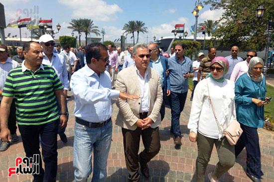 وفد البرلمان ومحافظ الإسكندرية يزورون الحديقة الجديدة بمدخل المحافظة (4)