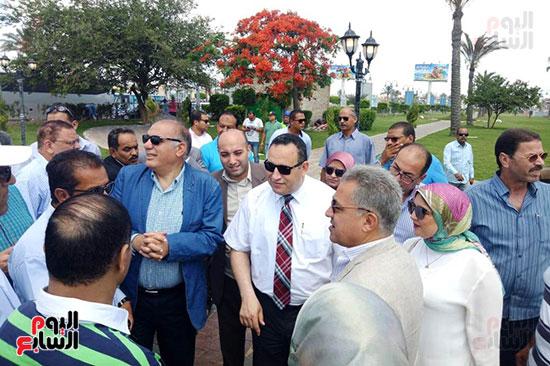 وفد البرلمان ومحافظ الإسكندرية يزورون الحديقة الجديدة بمدخل المحافظة (5)