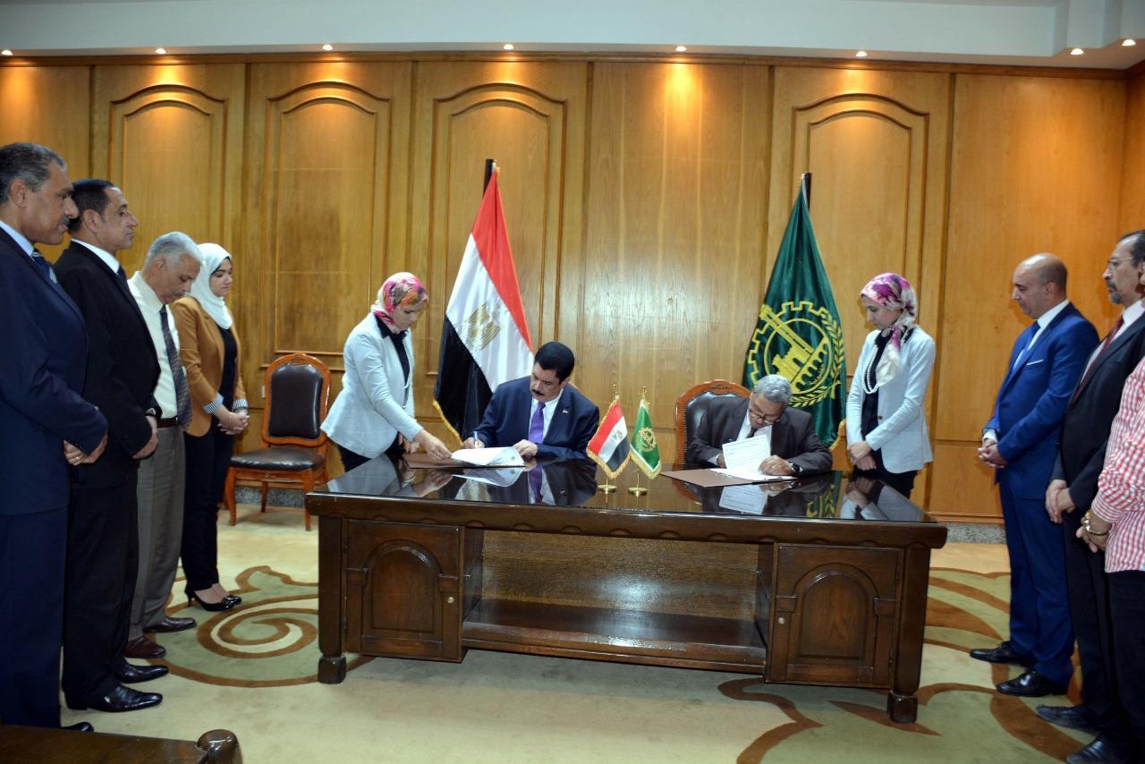 محافظ القليوبية يوقع بروتوكول تعاون لتطوير ميدان أحمد عرابي (4)