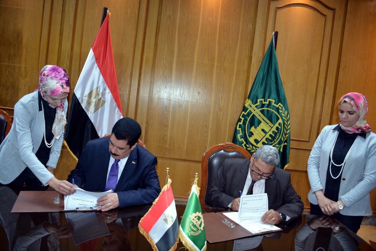 محافظ القليوبية يوقع بروتوكول تعاون لتطوير ميدان أحمد عرابي (1)