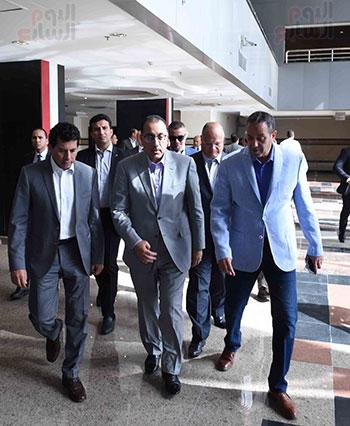 رئيس الوزراء يتفقد استادى الدفاع الجوى والسلام استعدادا لأمم أفريقيا (11)