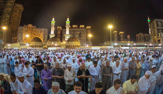 المصلون فى ليلة ختام القرآن