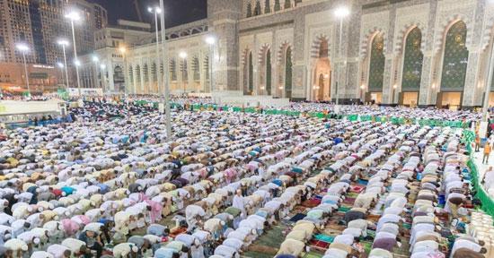 المصلون فى ساحة المسجد الحرام