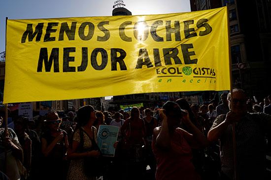 تظاهرات لحظر سيارات البنزين فى مدريد