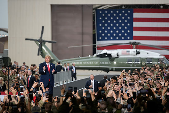 ترامب يحى الجنود الأمريكيين