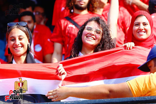 مشجعى منتخب مصر أمام أوغندا (20)