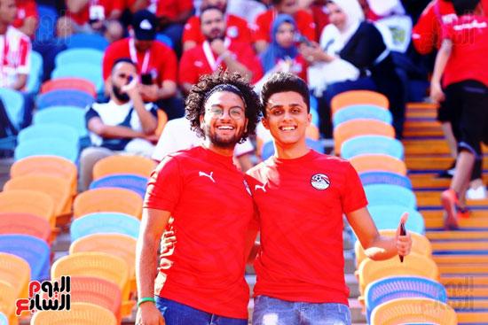 مشجعى منتخب مصر أمام أوغندا (57)