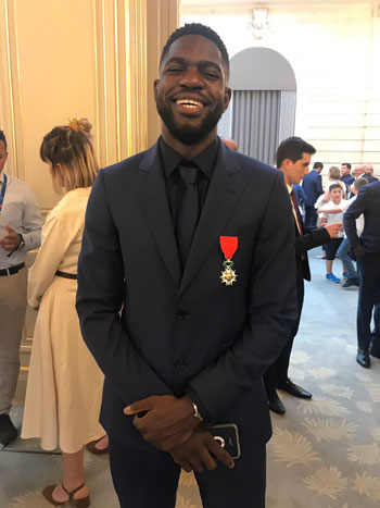 ماكرون يمنح لاعبى منتخب فرنسا وسام الدولة (1)