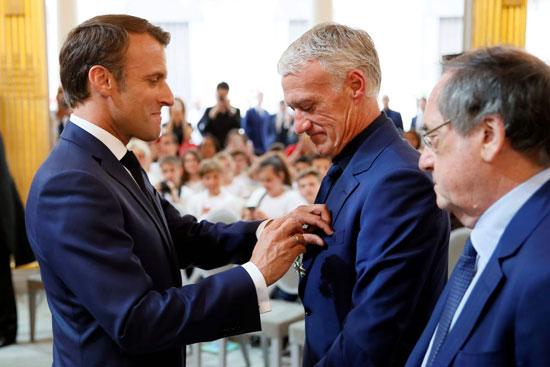 ماكرون يمنح لاعبى منتخب فرنسا وسام الدولة (10)