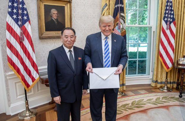 دونالد ترامب مع كيم يونج تشول في البيت الأبيض