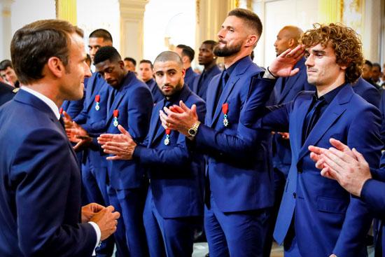 ماكرون يمنح لاعبى منتخب فرنسا وسام الدولة (11)