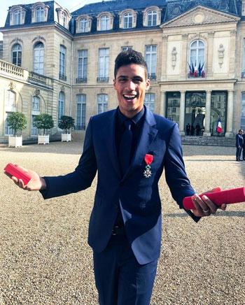 ماكرون يمنح لاعبى منتخب فرنسا وسام الدولة (2)
