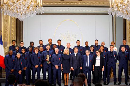 ماكرون يمنح لاعبى منتخب فرنسا وسام الدولة (9)