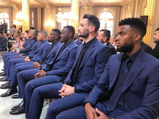 ماكرون يمنح لاعبى منتخب فرنسا وسام الدولة (6)