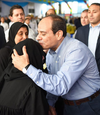الرئيس عبد الفتاح السيسى واطفال الشهداء (25)