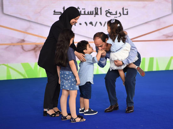 الرئيس عبد الفتاح السيسى واطفال الشهداء (14)