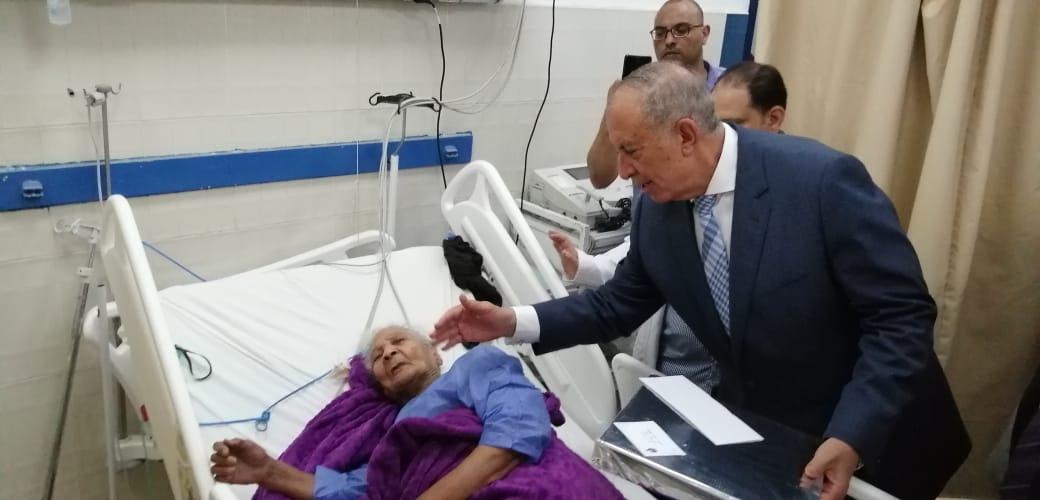 محافظ البحر الأحمر يهنئى المرضى بعيد الفطر (3)