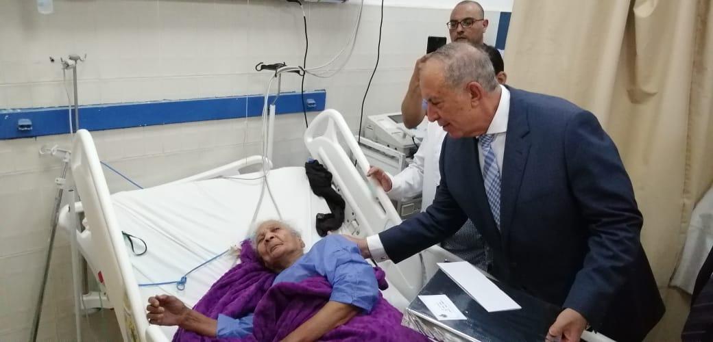 محافظ البحر الأحمر يهنئى المرضى بعيد الفطر (2)