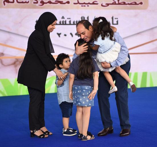 الرئيس عبد الفتاح السيسى واطفال الشهداء (9)