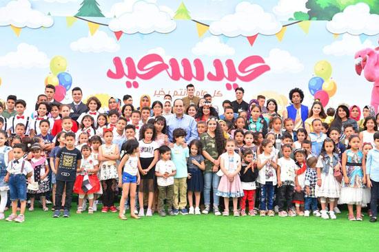 الرئيس عبد الفتاح السيسى واطفال الشهداء (24)