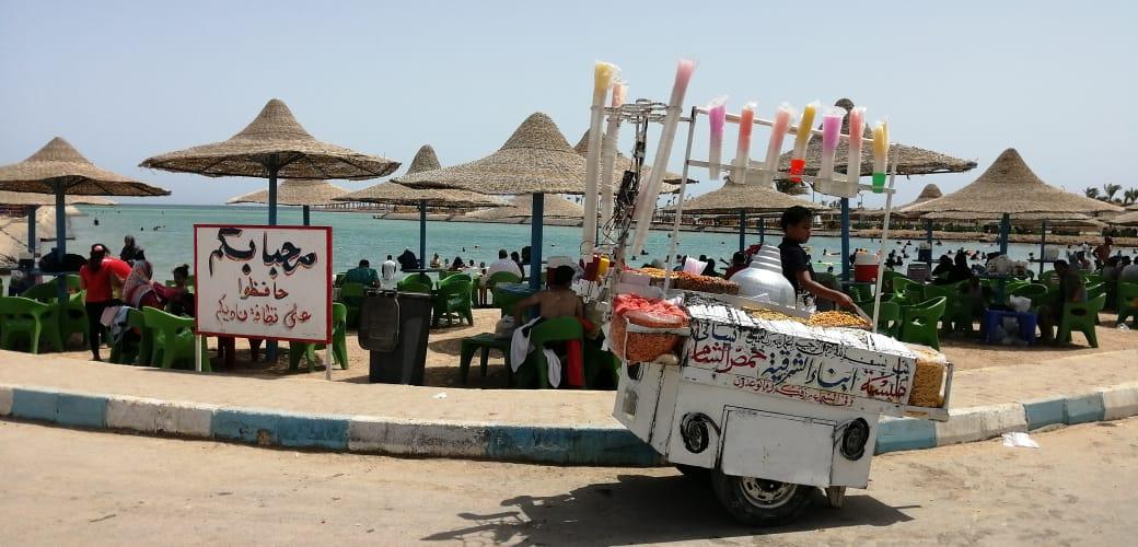 إقبال المواطنين على الشواطئ للاحتفال بعيد الفطر بالغردقة (2)