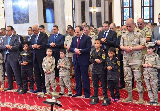 الرئيس عبد الفتاح السيسى واطفال الشهداء (28)