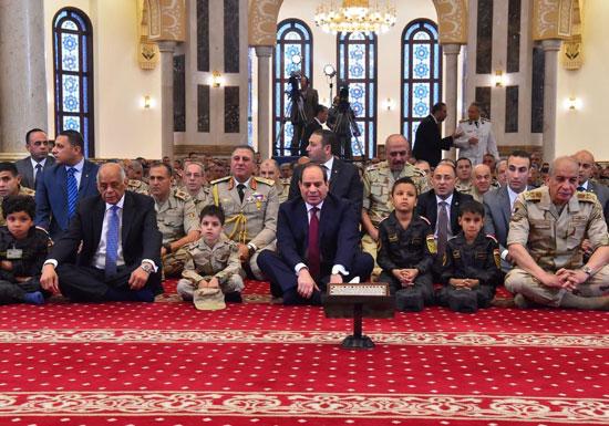 الرئيس عبد الفتاح السيسى واطفال الشهداء (27)