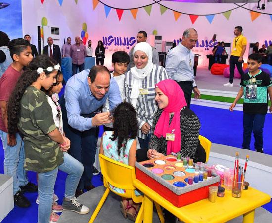الرئيس عبد الفتاح السيسى واطفال الشهداء (12)