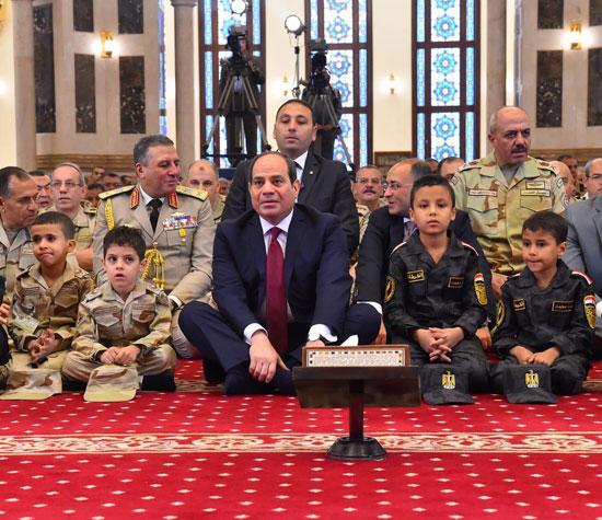 الرئيس عبد الفتاح السيسى واطفال الشهداء (30)