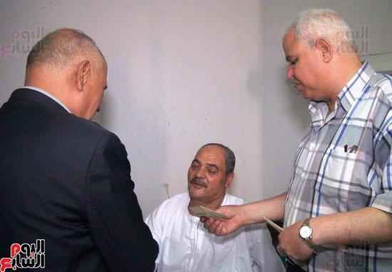 رئيس-النقل-العام-بالقاهرة-يتفقد-مستشفى-الهيئة-(3)