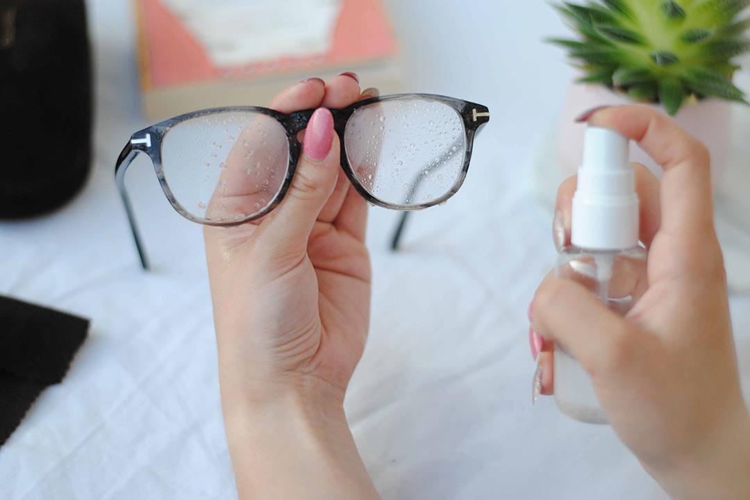 تنظيف النظارة (1)