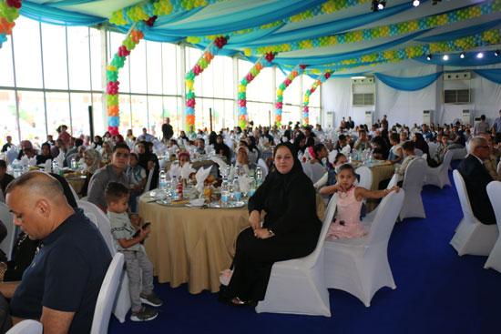 محافظ القاهرة يشارك اسر شهداء الوطن احتفالات عيد الفطر (1)