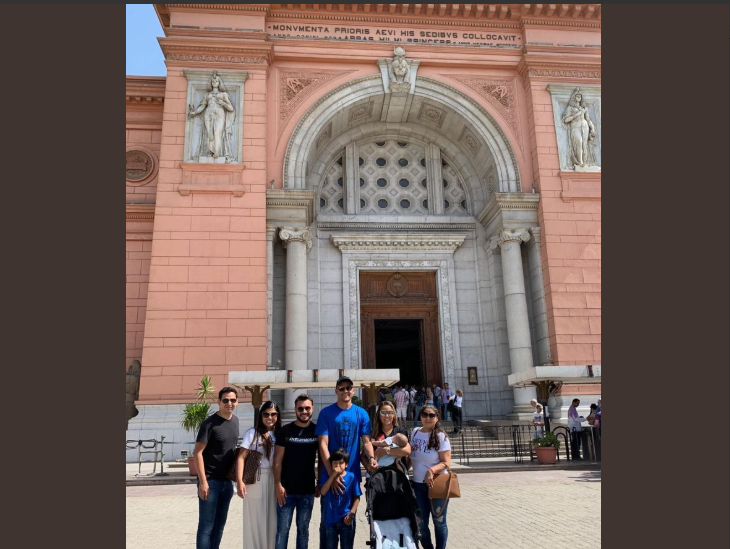 Real Madrid goalkeeper with his family in front of the Egyptian Museum