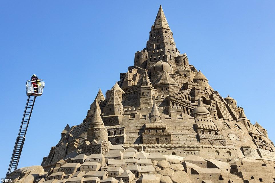 أكبر قلعة مبنية من الرمال (1)