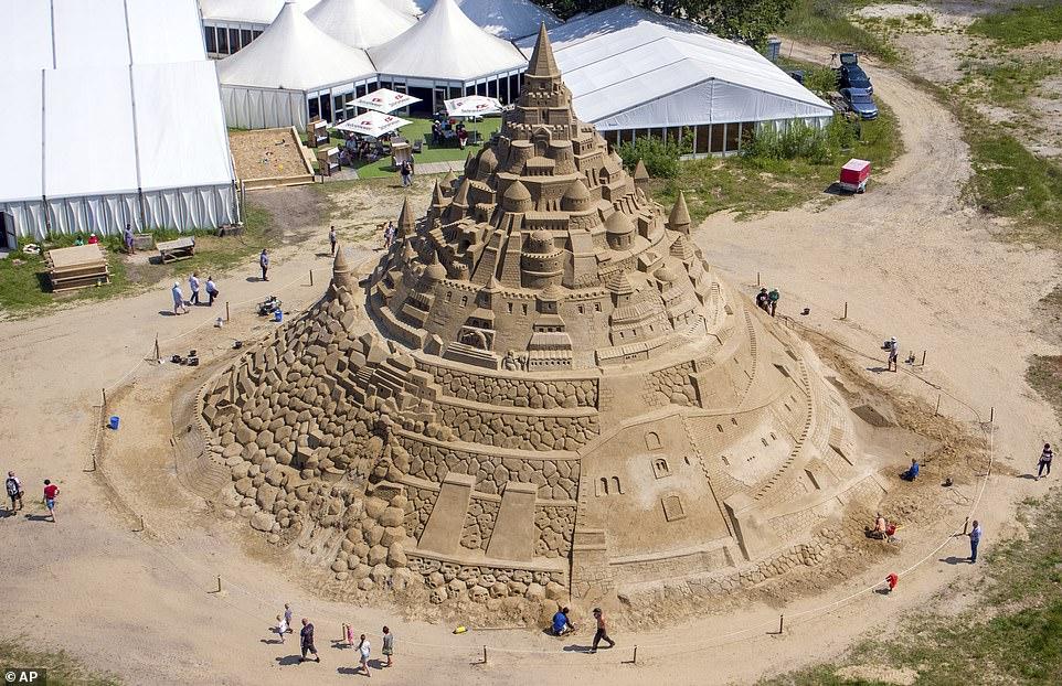 أكبر قلعة مبنية من الرمال (7)