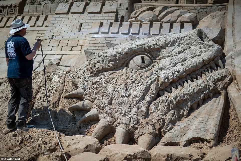 أكبر قلعة مبنية من الرمال (6)