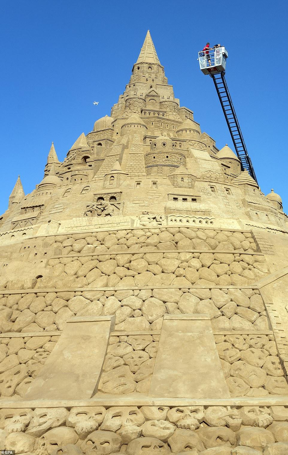 أكبر قلعة مبنية من الرمال (3)