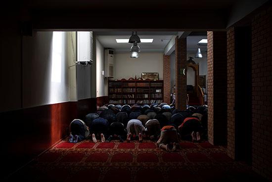 أداء الصلوات فى مسجد أثينا