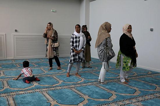 سيدات فى المسجد