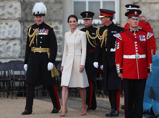 دوقة كامبريدج تشاهد عرض عسكرى بلندن
