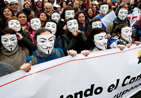 عدد من المتظاهرين