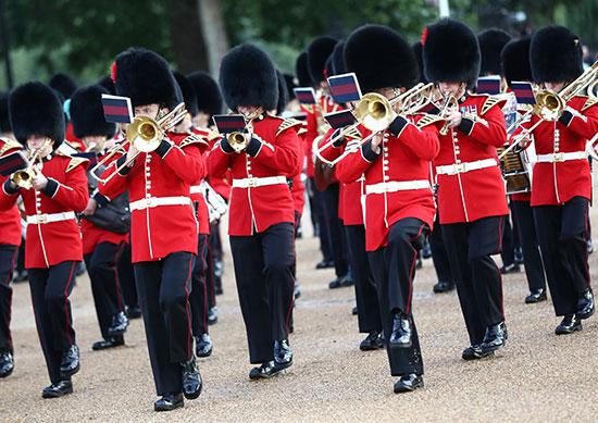 قوات بريطانية تشارك فى العرض العسكرى