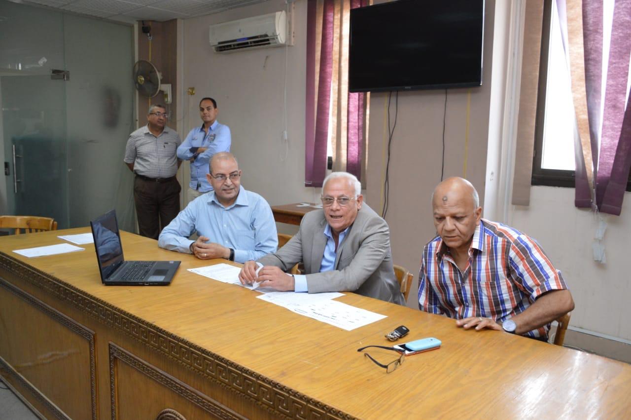 محافظ بورسعيد يطمئن على سير الامتحانات  (3)